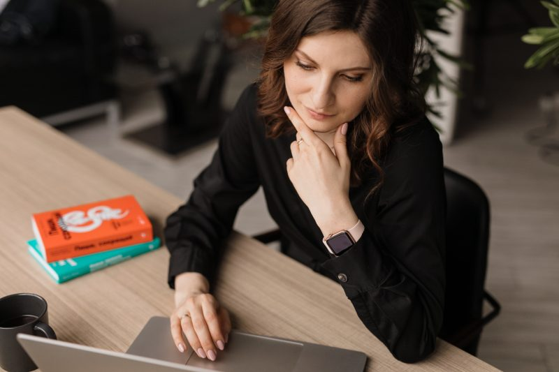 financial planning process-girl on computer thinking